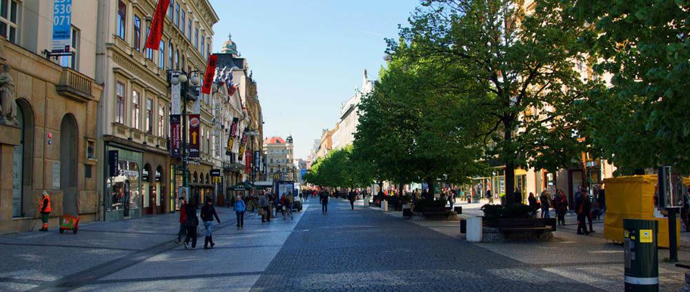 Особенности ПДД, парковки и заправки Праги. Улица Na Prshikope