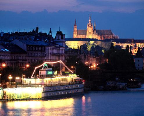 Отели, ботели, хостелы — 13 лучших мест Праги. Ботель «Admiral Botel»